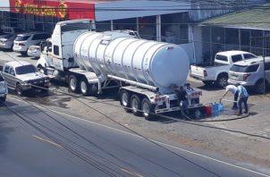 Debido  a la baja producción de agua, en algunos sectores se requiere el envío de carros cisternas para ayudar a la población. Foto/José Vásquez