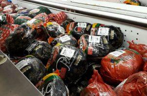 El diputado Raúl Pineda dijo que la Asamblea Nacional no repartió jamones, bonos ni bolsas de comida.