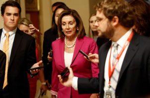 Nancy Pelosi indicó que una iniciativa similar la presentará en la Cámara Alta el senador demócrata Tim Kaine.