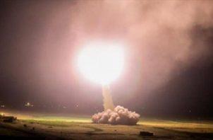 Irán impactó con misiles la base militar Ain al Asad, en el oeste de Irak. Foto: AP