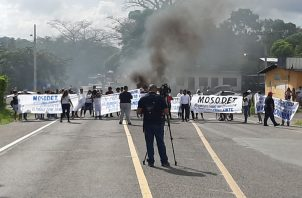 Los cierres de calles en la provincia de Colón se iniciaron a las 6 de la mañana y culminaron a la 1 de la tarde. Foto/Diómedes Sánchez