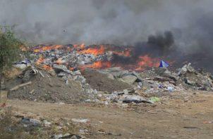 El humo tóxico se extiende por varias comunidades aledañas. Foto: Thays Domínguez