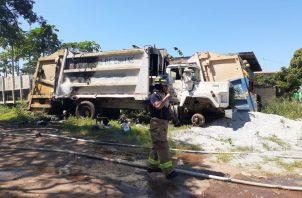 Unidades de los bomberos atendieron el llamado. Foto: Thays Domínguez
