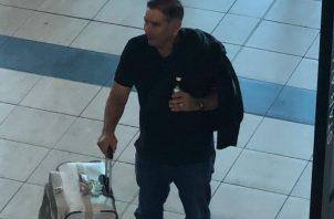 Foto de Beby Valderrama en el aeropuerto de Tocumen.