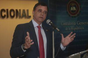 """Solís le pidió a los contratistas que """"no se dejará meter goles"""" y que quiere precios justos.  Víctor Arosemena"""