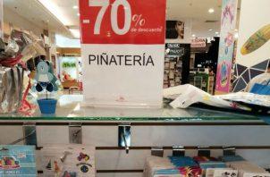Sanborns vendió la piñatería con un 70 por ciento de descuento, ante el cierre. Foto: Panamá América.