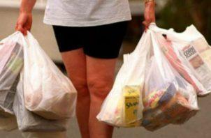 El objetivo de la Ley 1 de 2018 es reducir el consumo de bolsas. Foto: Archivo.