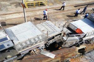 Una de las locomotoras quedó montada encima de la otra lo que ocasionó que el área quedara momentáneamente fuera de operación.
