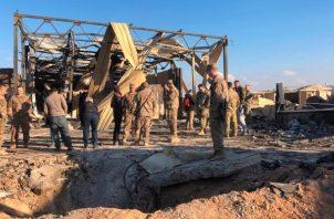 La base aérea en la provincia de Anbar, en el oeste de Irak, es un enorme complejo a unos 180 kilómetros al oeste de Bagdad que es compartido con las fuerzas militares iraquíes y en el que viven aproximadamente 1,500 elementos del ejército estadounidense y de la coalición encabezada por Estados Unidos que lucha contra el grupo Estado Islámico. FOTO/AP