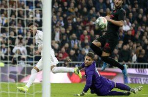Casemiro anota uno de sus goles. Foto:AP