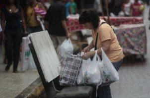 Actualmente en supermercados no entregan bolsas plásticas.