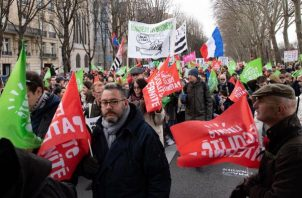 Cerca de 26,000 los que desfilaron en una tarde fría pero soleada, entre las plazas de la Resistencia y de la Ópera de la capital francesa. FOTO/EFE
