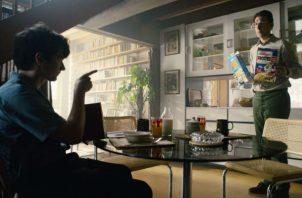 """En el futuro, productos en pantalla podrían depender de quién la ve. En """"Bandersnatch"""" promueven dos cereales. Foto / EFE."""