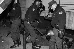 La represión, por sí sola, no terminará jamás con la delincuencia. Foto: EFE.