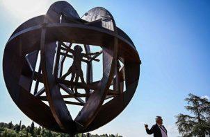 """Una representación del """"Hombre de Vitruvio"""" de Leonardo da Vinci, en Vinci. El dibujo original se exhibe en el Louvre. Foto / Vincenzo Pinto/Agence France-Presse — Getty Images."""