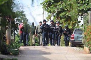 Las autoridades hablan de cuatros sospechosos y ofrecen recompensa de 5 mil dólares por el paradero de esos sujetos. Foto: Ministerio de Seguridad.