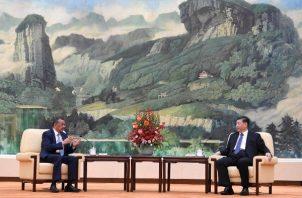 El director general de la Organización Mundial de la Salud (OMS), Tedros Adhanom Ghebreyesus, se reunió hoy en Pekín con el presidente chino, Xi Jinping, para estudiar la protección de los ciudadanos de ése y otros países en las zonas afectadas por el coronavirus. FOTO/AP