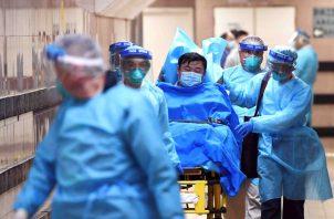 Hay más de 5 mil personas contagiadas; se han sitiado más de 40 ciudades en China. Foto: AP.