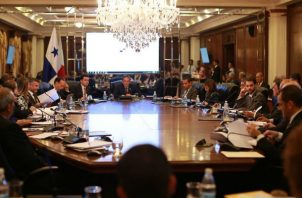 Al principio de la actual gestión el presidente de reunió con sus colaboradores para evaluar sus primeros meses de gestión. Foto: Presidencia de la República.