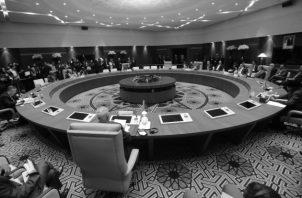 Cancilleres de Egipto, Sudán, Chad, Níger, Argelia y Túnez, países vecinos de Libia y Mali,  único que no limita con Libia, se reunieron en medio de la intensificación de los esfuerzos internacionales para poner fin al conflicto que destroza el país rico en petróleo del norte de África, el pasado jueves 23 de enero de 2020 en Argel. Foto: AP.