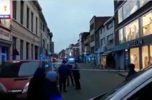 La Policía no ha determinado si se hirió a algún viandante, aunque la cadena de televisión francófona RTBF apunta a que resultaron lesionadas dos personas, una de ellas en el vientre.