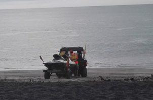 Delvis Torres, rescatistas del Sinaproc de la provincia de Coclé, pudo realizar los rescates pese a sus limitaciones lumbares, las cuales son secuelas de un accidente laboral. Foto/Eric Montenegro