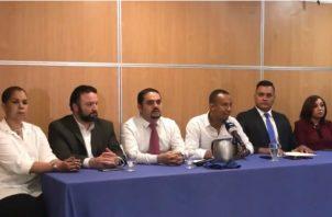 Conferencia de prensa de miembros de Cambio Democrático.