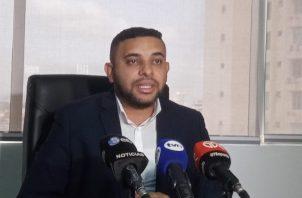 Héctor Sambrano, director de Becas del Ifarhu, informó que el traslado de los becados procedentes de China se realizó para protegerlos.