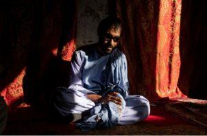 Cuando Zaheer Ahmad Zindani quedó ciego a los 17 años, su amor se casó con otro. En casa el día de su boda. Foto / Jim Huylebroek para The New York Times.