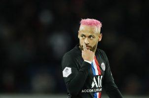 Neymar  no tiene pareja oficial.