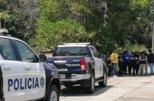 Las autoridades volvieron al lugar de los hechos para buscar más pistas sobre este hecho de sangre. Foto/Eric Montenegro