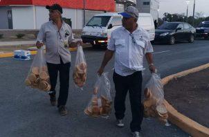 Las autoridades de salud, llevaron a cabo una revisión exhaustiva de los alimentos que se vendían. Foto/Thays Domínguez