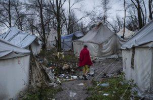 Cientos de migrantes vivieron en un campamento bosnio en el sitio de un viejo basurero. Fue cerrado en diciembre. Foto / Laura Boushnak para The New York Times.