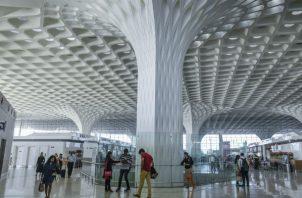 En años recientes, 20 de las 80 aerolíneas que vuelan a India han agregado vuelos o aumentado capacidad. El aeropuerto en Mumbai. Foto / Atul Loke para The New York Times.