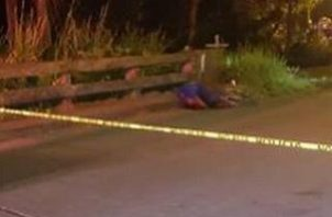 Al lugar del hecho de sangre llegó la Policía Nacional, quien acordonó el área para que el personal de criminalística, hicieran la recolección de evidencias. Foto/Diomedes Sánchez
