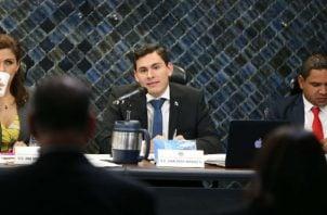 Juan Diego Vásquez mantiene diferencias de criterio con Raúl Pineda por los cambios a las reglas internas del hemiciclo legislativo. Foto: Archivo.