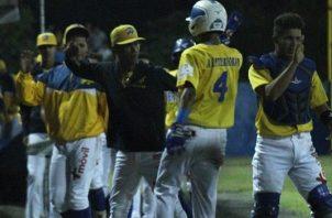 Jugadores de Herrera festejan el triunfo. Foto:Fedebeis