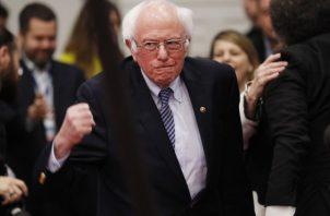 El candidato demócrata a la presidencia, Bernie Sanders, habla con sus partidarios en un mitin. FOTO/AP