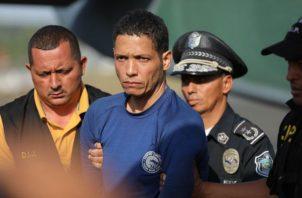 Gilberto Ventura Ceballos tenía un radio transmisor, vinoculares y una linterna cuando fue capturado. Foto: Minseg.