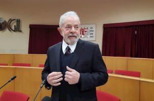 """En opinión de Lula da Silva, """"tenemos mucha gente en contra que no se preocupa por los pobres""""."""