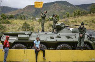 La Milicia está conformada por civiles simpatizantes del chavismo. Foto: AP.,