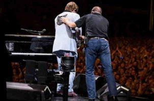 La estrella del pop, Elton John fue diagnosticado con neumonía atípica. Foto/Instagram