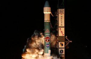El telescopio Spitzer despegando de Florida en el 2003. Foto / NASA/JPL.