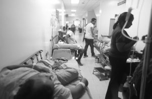Asegurados tienen que cruzar los dedos y lanzar una plegaria al cielo para que no les toque uno de esos pocos doctores o enfermeras malhumorados, descorteses y carentes de compromiso. Foto: Archivo.