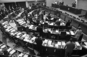 La Asamblea Nacional podría brindar un mensaje de claridad en medio de tanta oscuridad si aprueba el proyecto de ley que presentó la diputada Mayín Correa. Foto: Archivo.