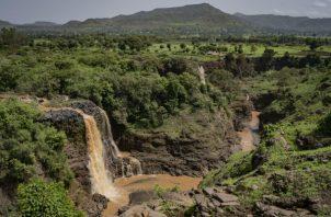Una presa proveerá energía eléctrica para la boyante economía de Etiopía. Las Cataratas del Nilo Azul. Foto / Laura Boushnak para The New York Times.