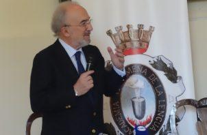 D. Santiago Muñoz Machado, 31avo. director de la Real Academia Española y presidente de ASALE, en la Academia Panameña de la Lengua. Rosalina Orocú Mojica