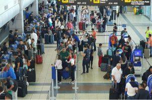 La administración de la terminal aérea recomienda llegar al aeropuerto con un mínimo de 3 horas antes de la salida de un vuelo internacional. Foto/Cortesía
