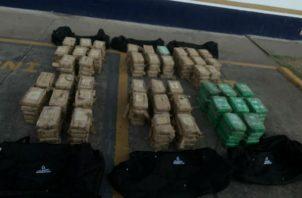 La droga estaba oculta en seis maletines.