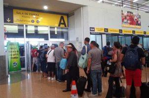 Desde ayer se observaban largas filas en las boleterías de la Terminal Nacional de Transporte. Foto: Belys Toribio